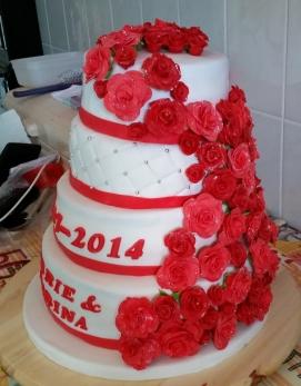 Bruidstaart rozen zijkant