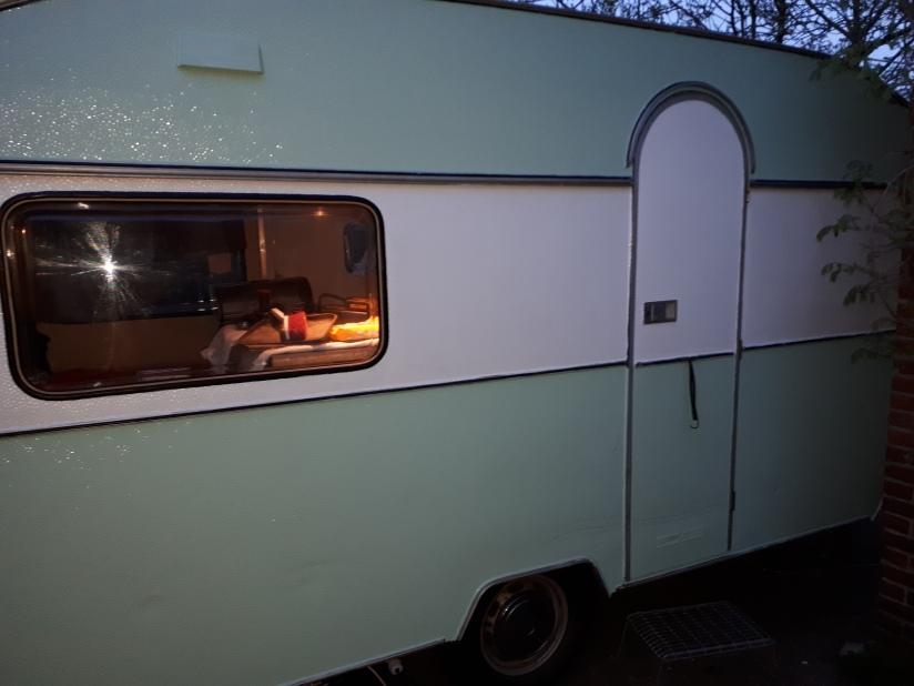 Zijkant caravan