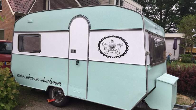 Bestickerde caravan