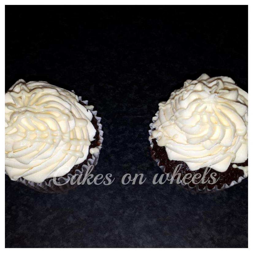 Chocolade cupcakes met Witte Choco botercréme.