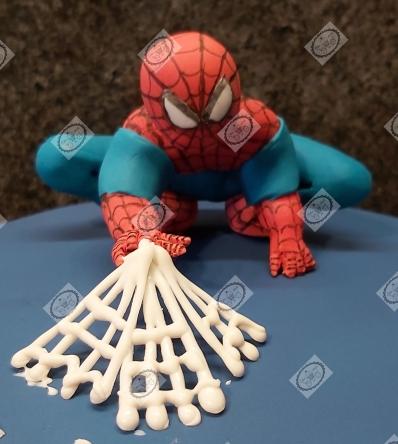 Zelfgemaakte caketopper van Spiderman