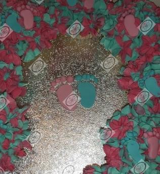 Detail van de gender reveal cupcakes. Kleine voetjes. Zij of Hij?