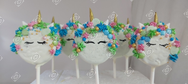 Eenhoorntjes gemaakt van Oreo koekjes en witte chocolade
