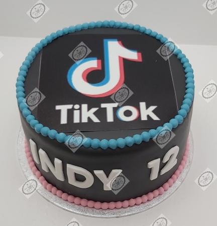 TikTok taart voor Indy`s 12e verjaardag.